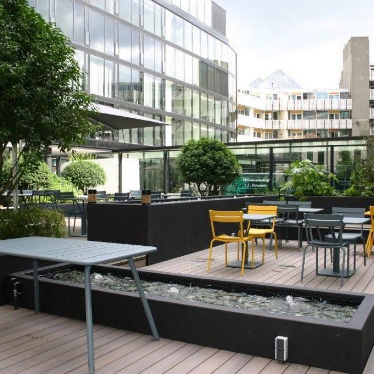 Meubelgroothandel gespecialiseerd in tafels en loungebanken
