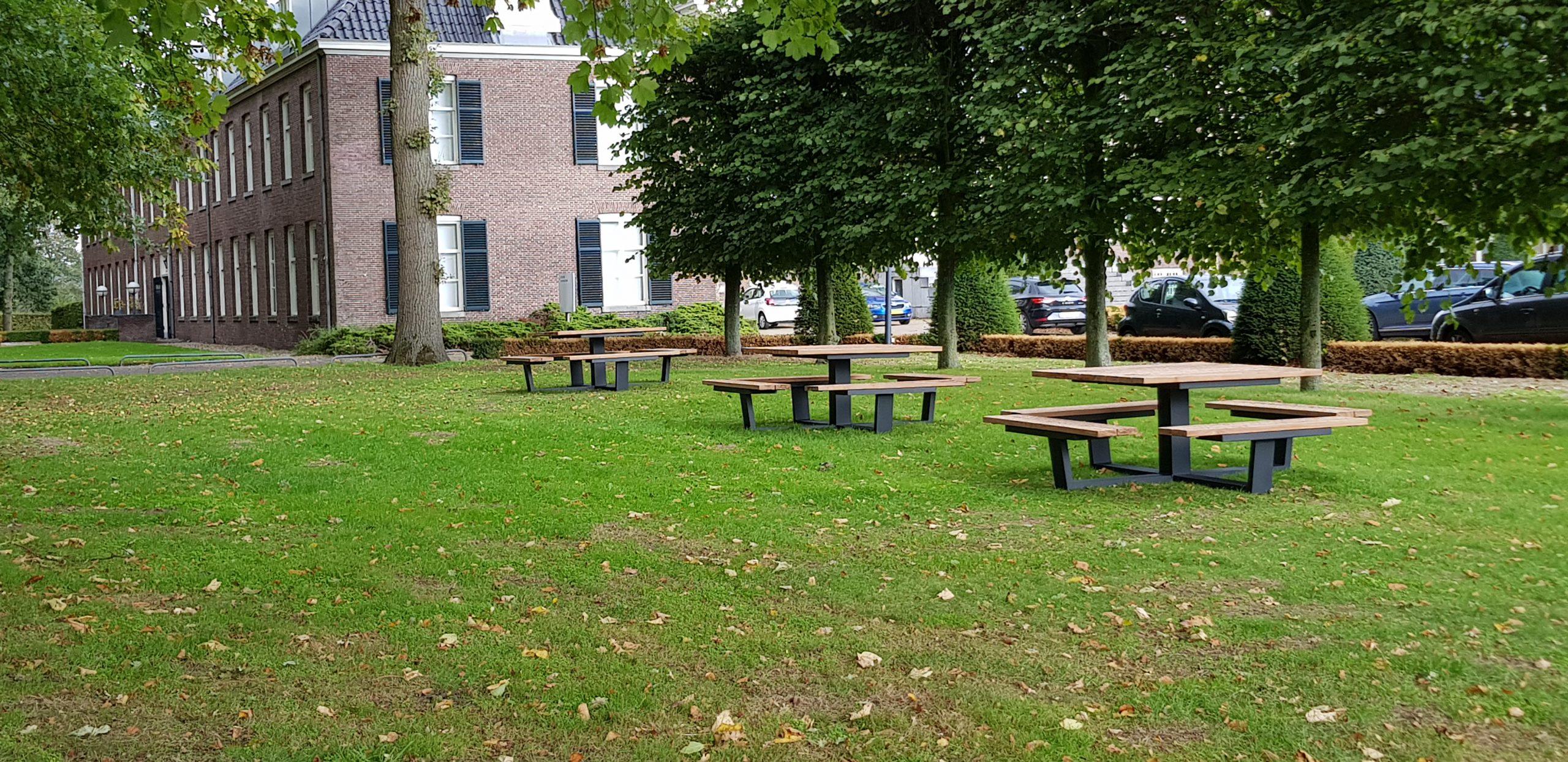 vierkante picknicktafels