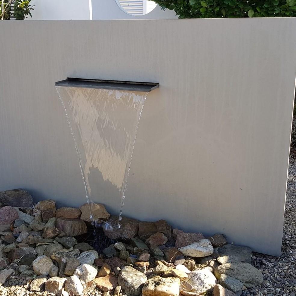 Muur met ingebouwde waterval